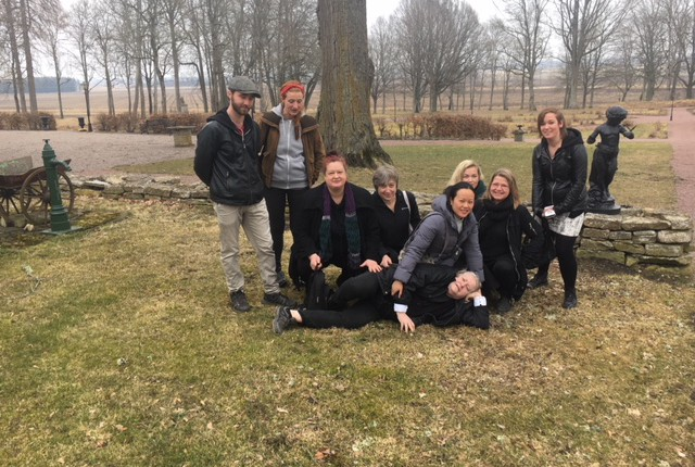 Stora Ek har haft besök av elever från Förgyllning och Dekormåleri på Tibro Hantverksakademi. Det pågår omfattande restaureringsarbeten som var av intresse för eleverna.